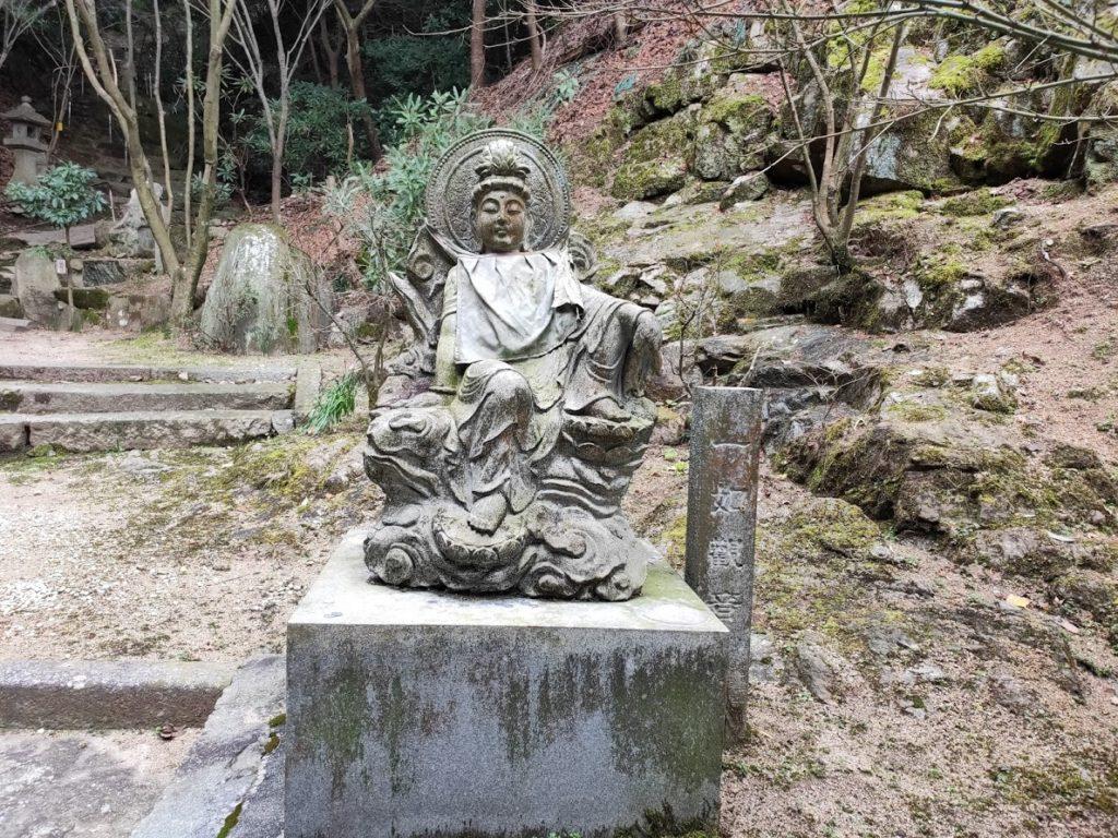 58番仙遊寺の入り口の石像