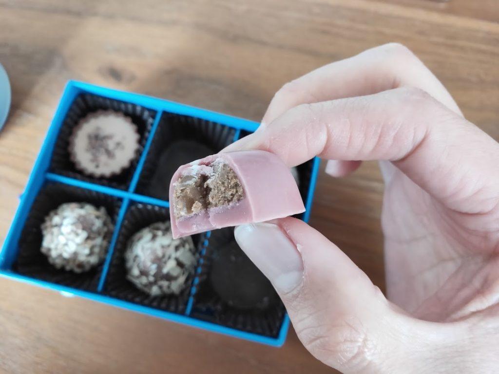 ラムールのチョコのハートを食べる