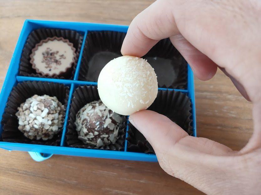 ラムールのチョコのホワイトボール