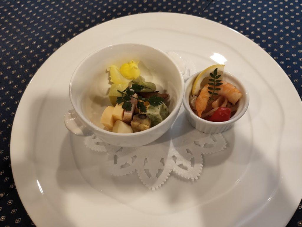 ヴィラ塩江のディナー1