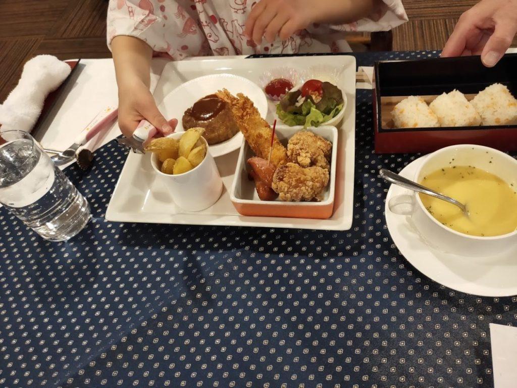 ヴィラ塩江の子供用夕食