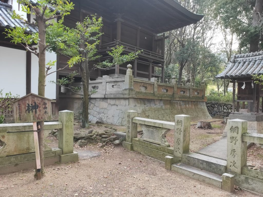 79番天皇寺の御神木の榊