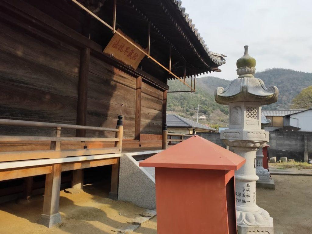 79番天皇寺の本堂裏