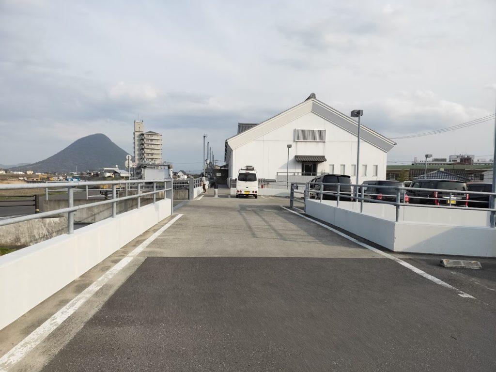 一鶴の駐車場
