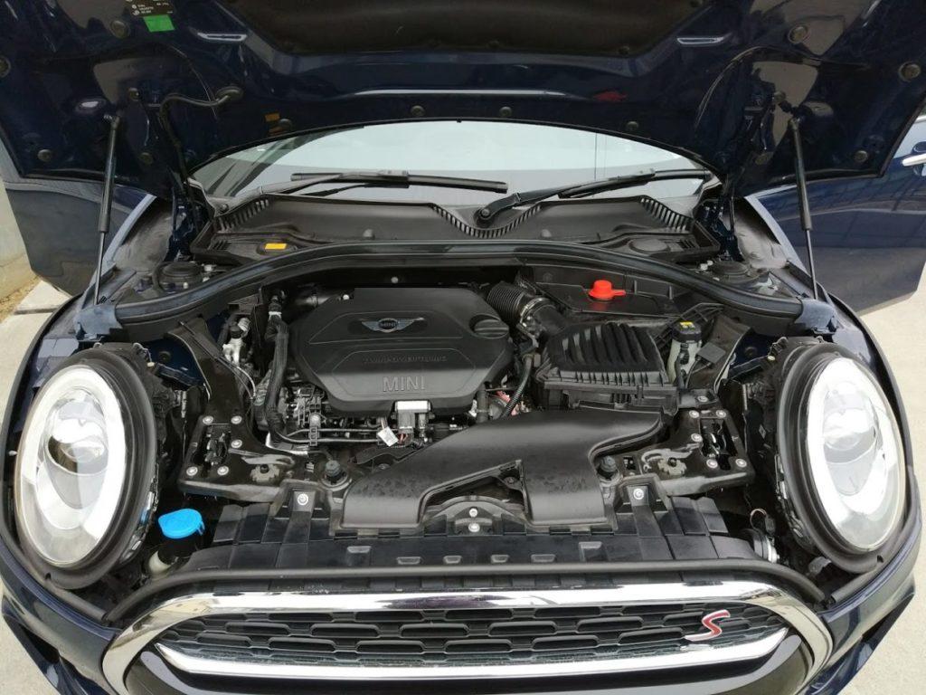 ミニクーパーSDのエンジンルーム
