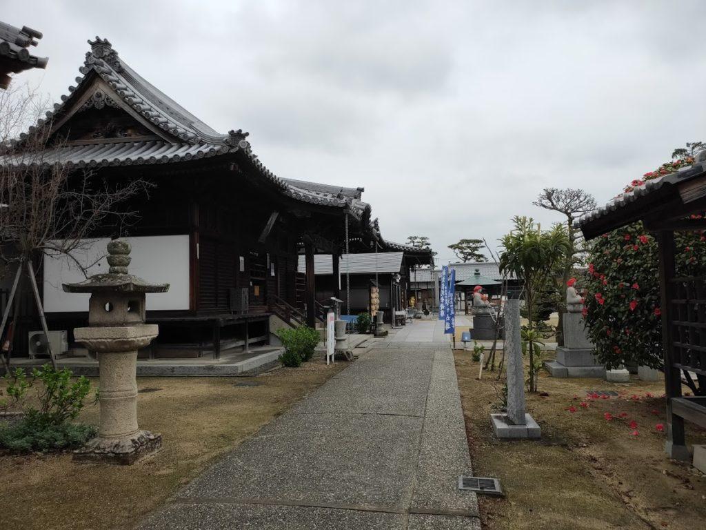 76番金倉寺のお寺の庭