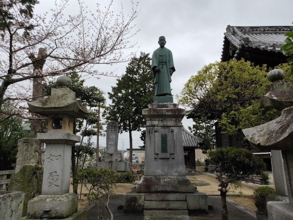 76番金倉寺の銅像護国院殿像