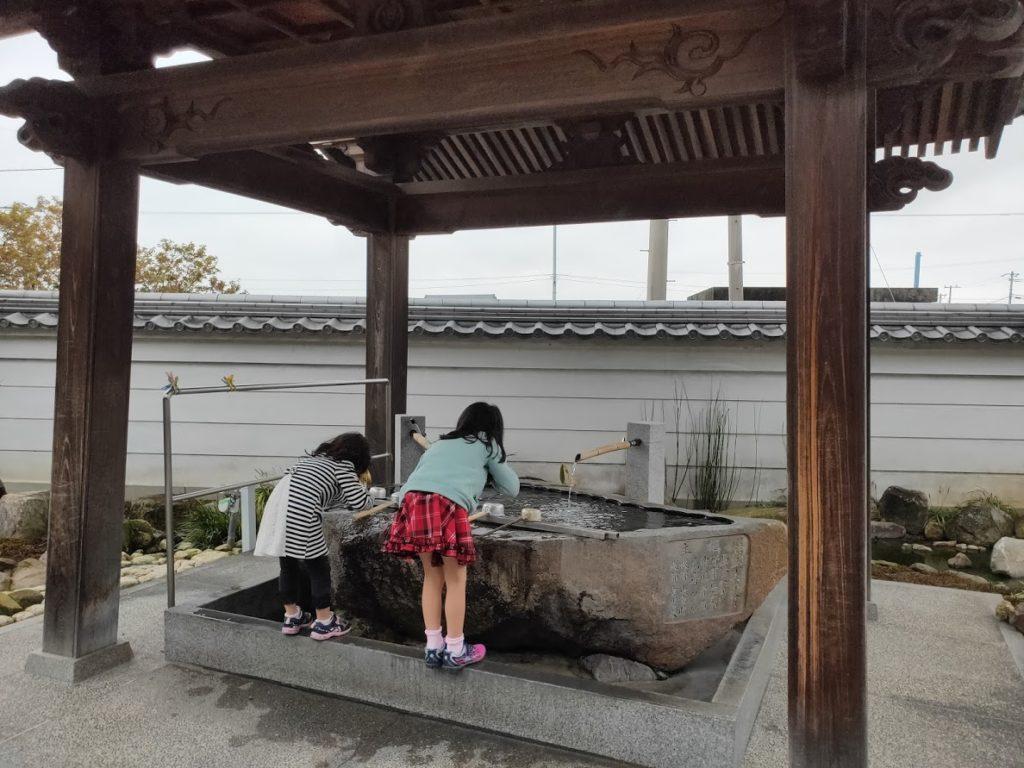 74番甲山寺の手水場