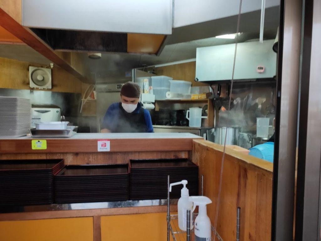 元祖鳥越製麺所の店員