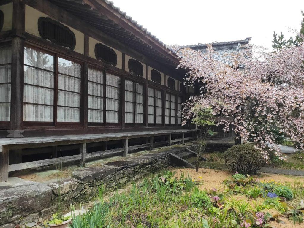 65番三角寺のお寺と庭