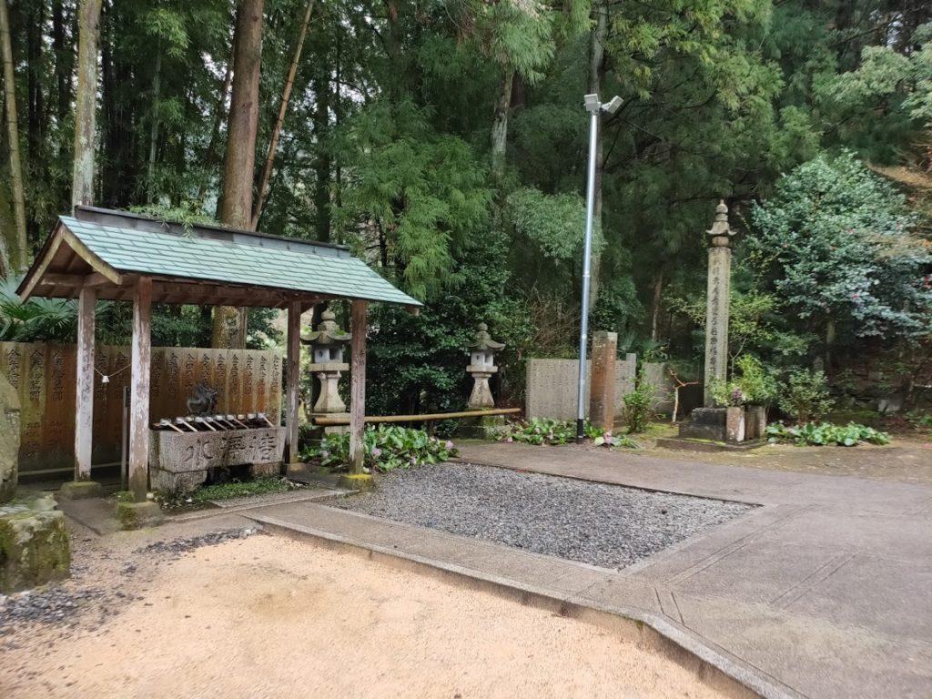 65番三角寺の手水場