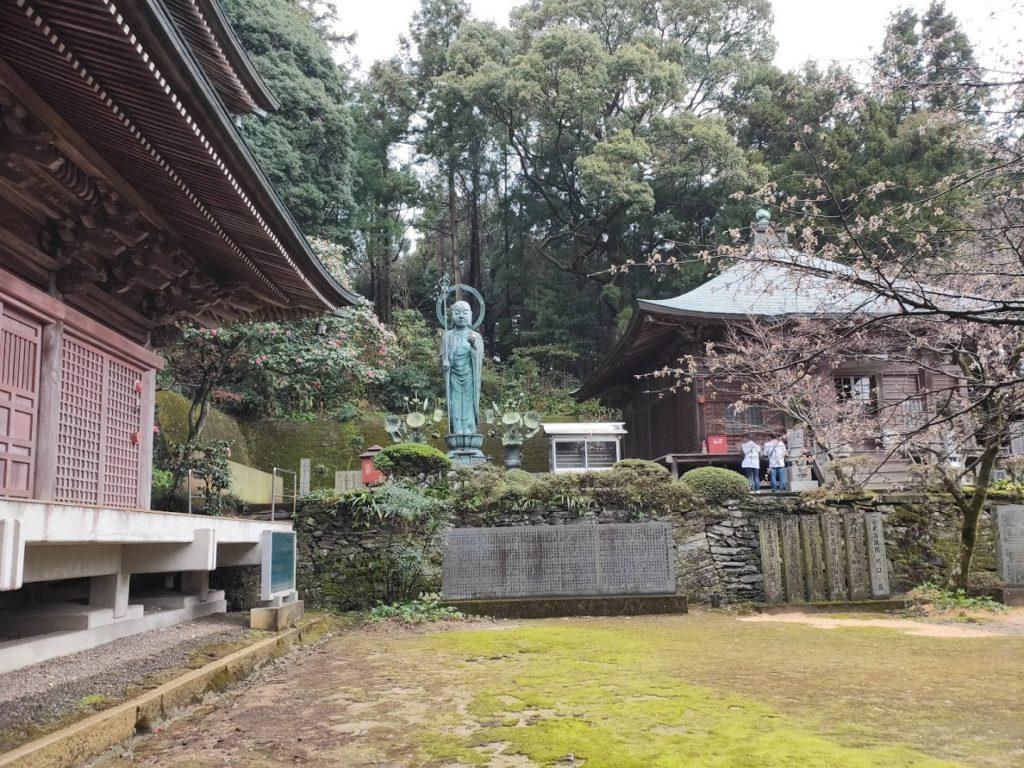 65番三角寺の大師堂