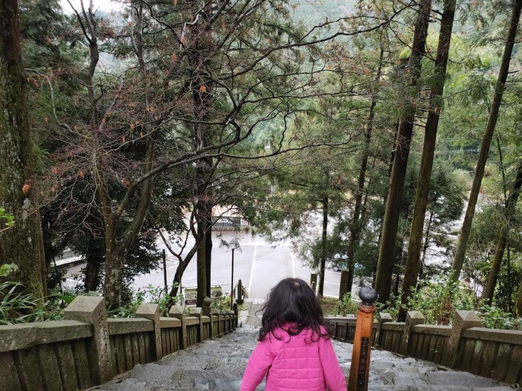 65番三角寺の下る階段