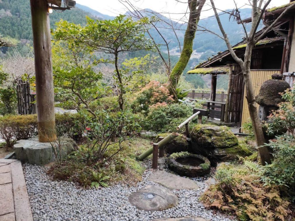新祖谷温泉ホテルかずら橋の露天風呂の庭