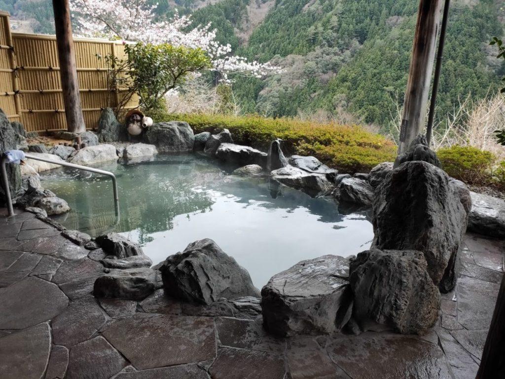 新祖谷温泉ホテルかずら橋の天空露天風呂