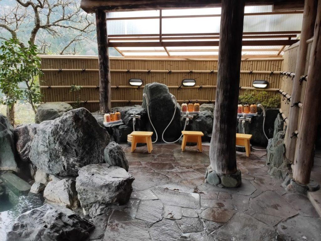 新祖谷温泉ホテルかずら橋の露天の洗い場