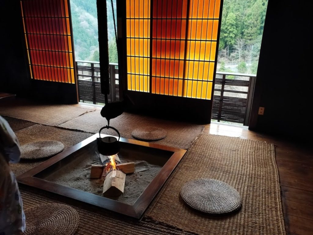 新祖谷温泉ホテルかずら橋の休憩所の囲炉裏