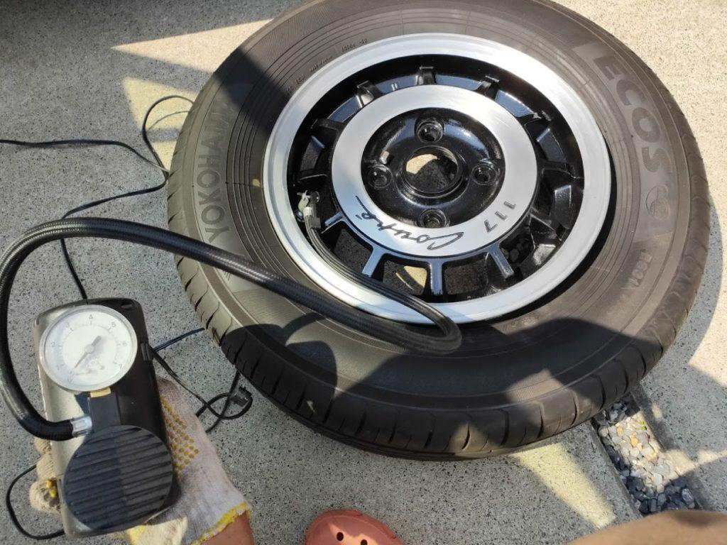 117クーペホイールのヨコハマタイヤに空気を入れる