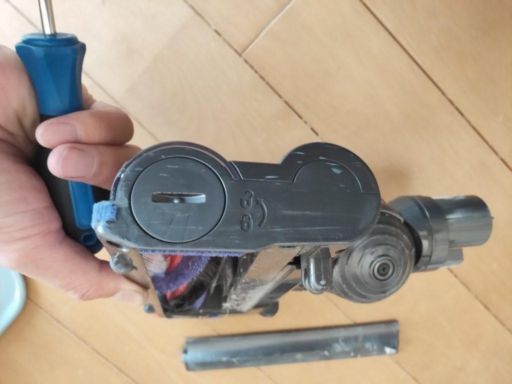 ダイソンDC62のヘッドノズル清掃方法2