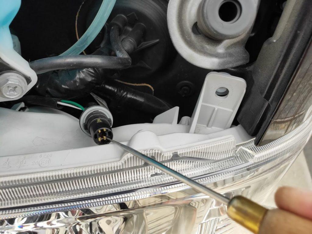 ハイエースポジションランプカプラーの調整