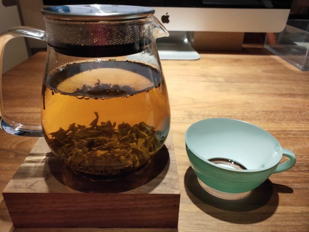 ジャスミン茶とティーカップ