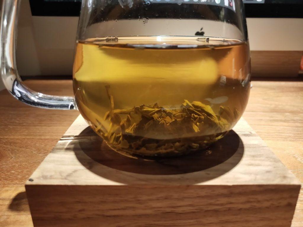 ジャスミン茶数分置いたところ