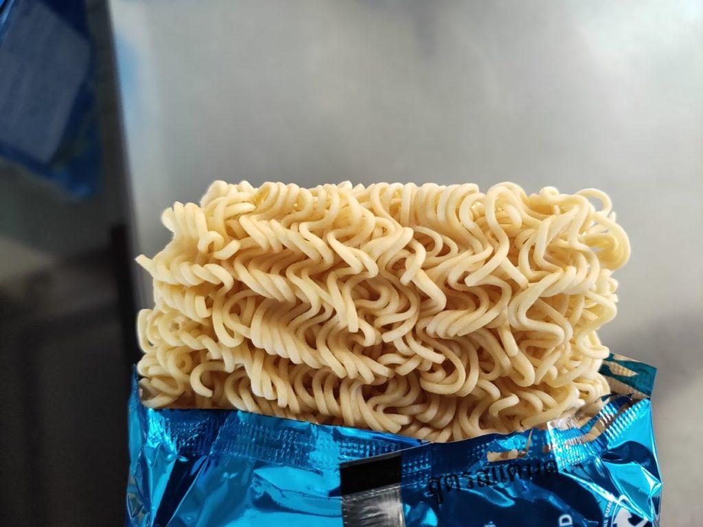 タイヤムヤムシーフードの麺
