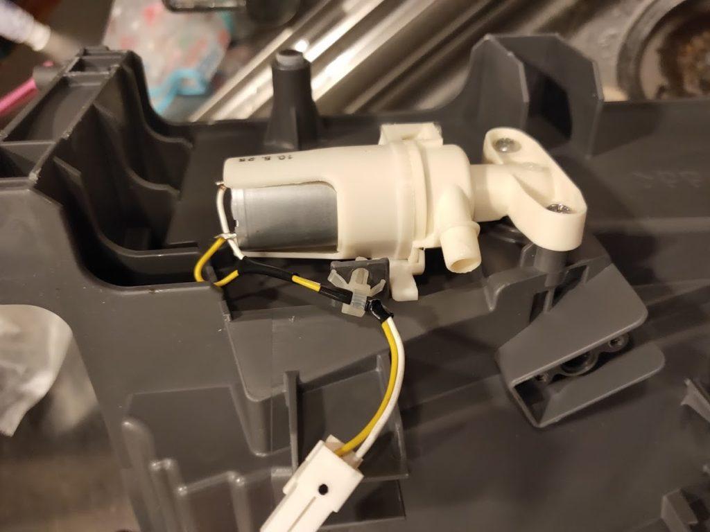 パナソニック洗濯洗濯乾燥機の乾燥ボックス内の排水ポンプ