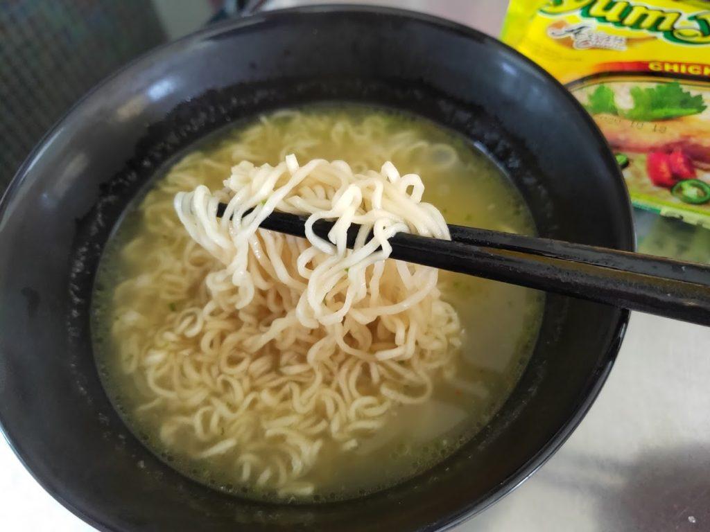 タイヤムヤムトムヤムチキンを食べる