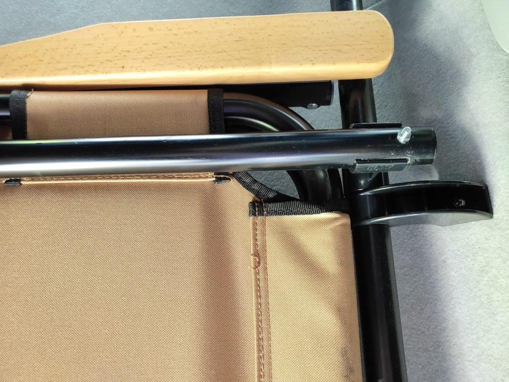 ハイエースパイプラックの棒を固定するビス4
