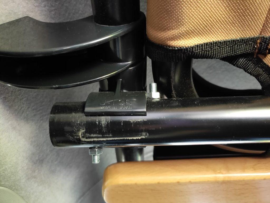 ハイエースパイプラックの棒を固定するビス6