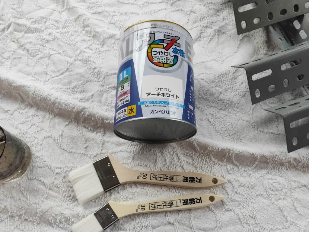 スチールラックの塗料ペンキ白とハケ