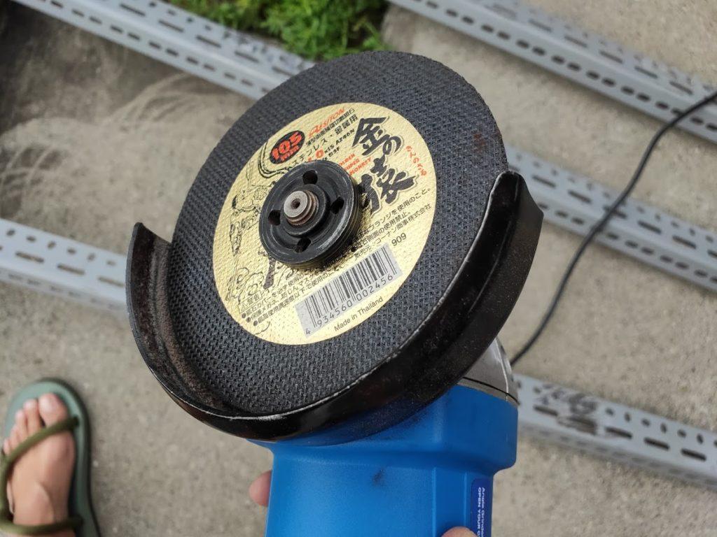 スチールラックをカットするグラインダーのディスク2
