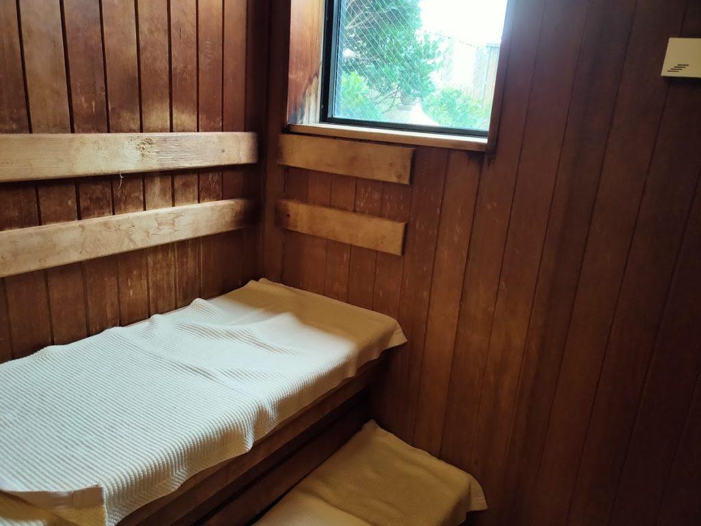 皆生温泉白扇の露天風呂のサウナ内部