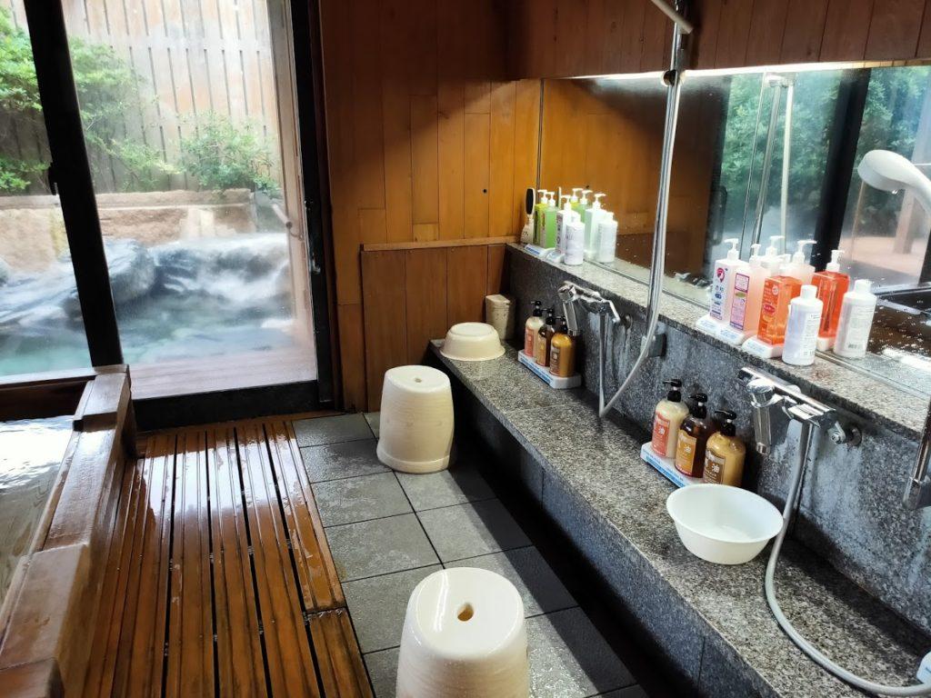 皆生温泉白扇の露天風呂の洗い場