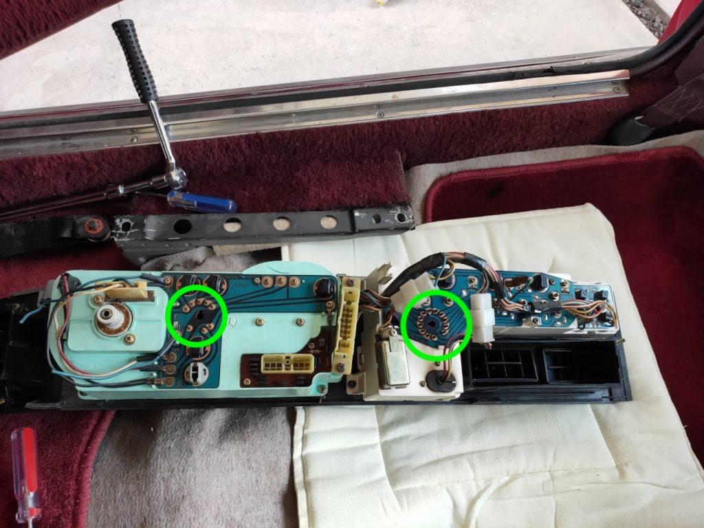 117クーペのメーターパネルランプ交換の背面チェックカプラー