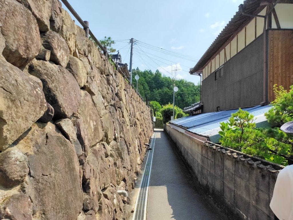 41番龍光寺の駐車場からの道