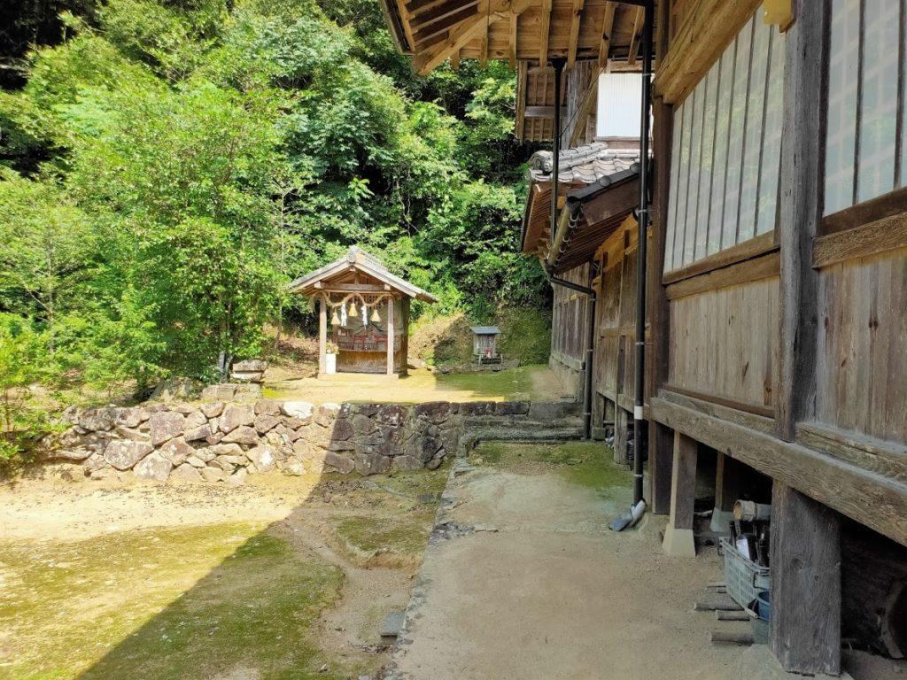 41番龍光寺の神社横