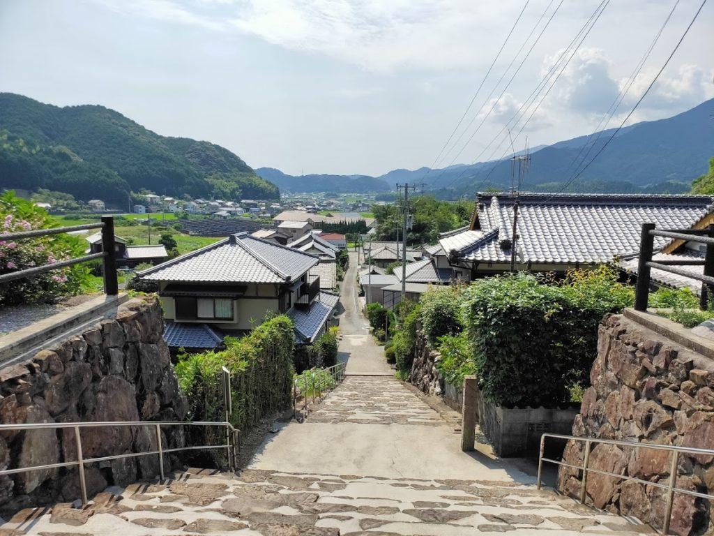 41番龍光寺の入り口の道