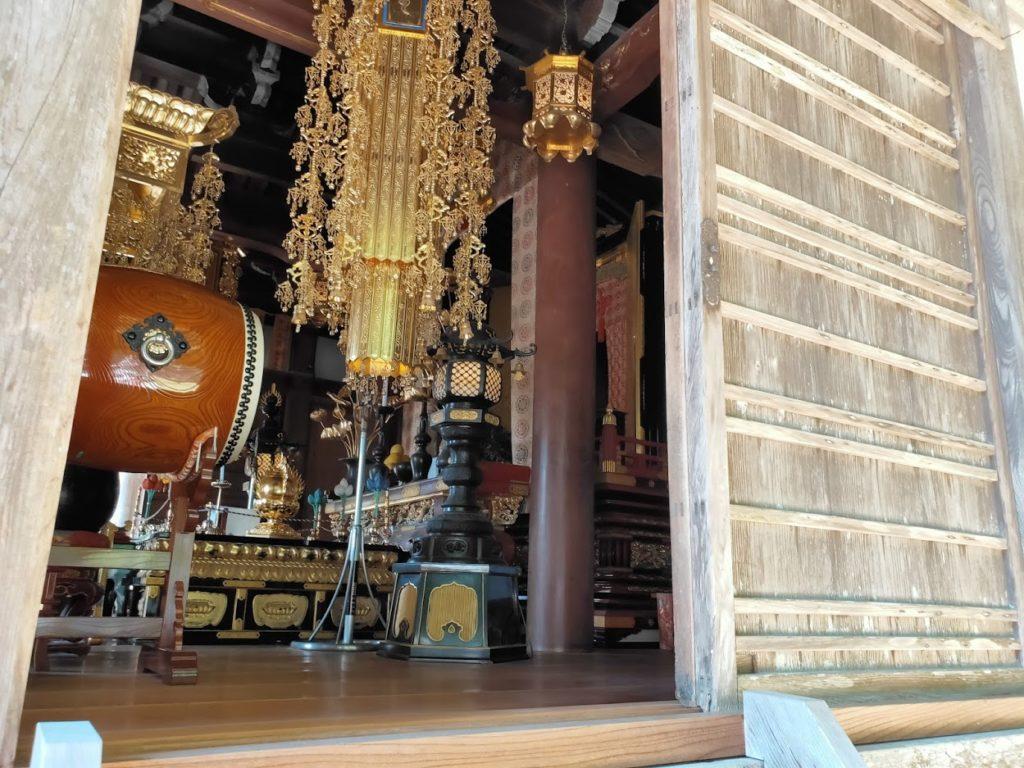 42番仏木寺の本堂内部
