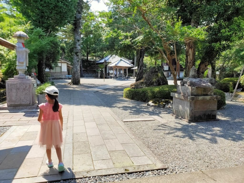 39番延光寺で子どもと境内