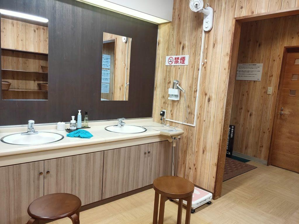 宿毛リゾート椰子の湯脱衣場洗面