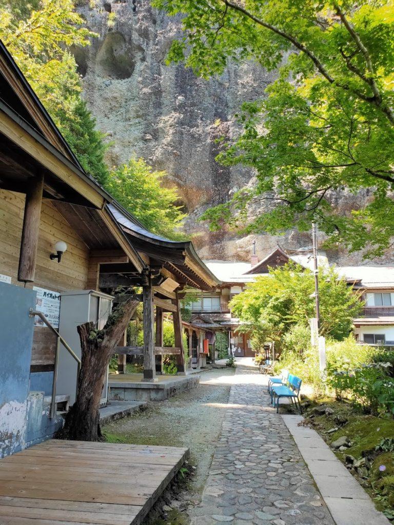 45番岩屋寺の岩の壁