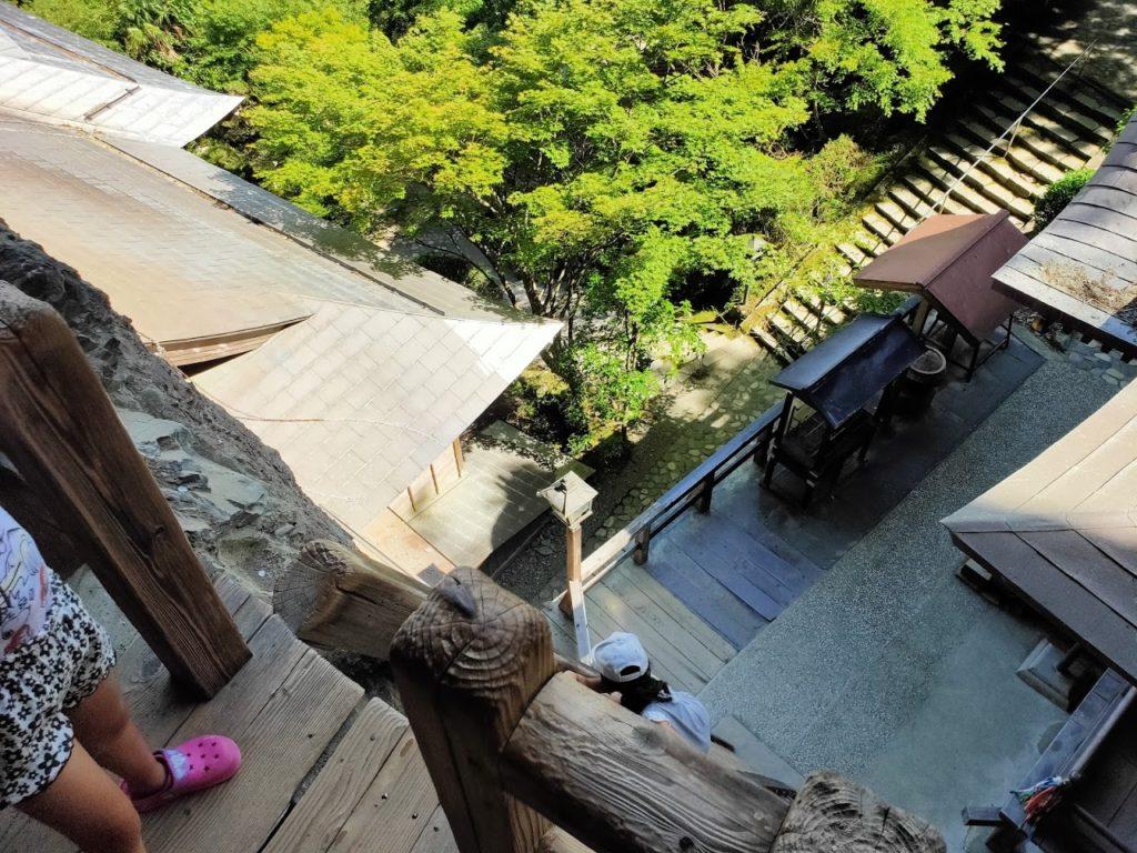 45番岩屋寺のハシゴと子どもたち1