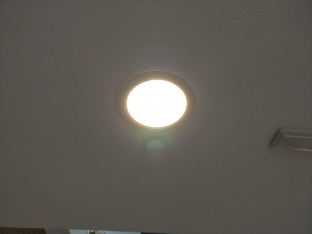 アイリスオオヤマLED電球点灯