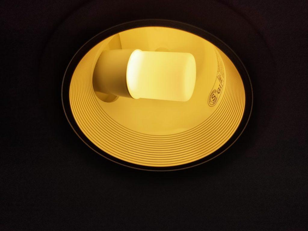 アイリスオオヤマのLED電球点灯の拡大画像