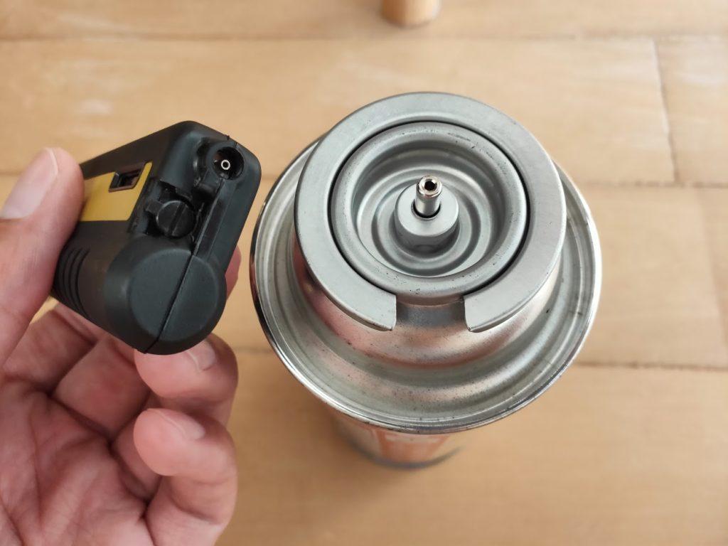 SOTOガストーチとガス缶の挿入口