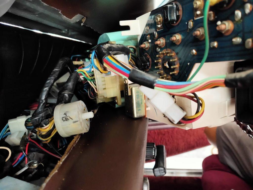 117クーペのメーターパネルランプ交換背面の配線接続1