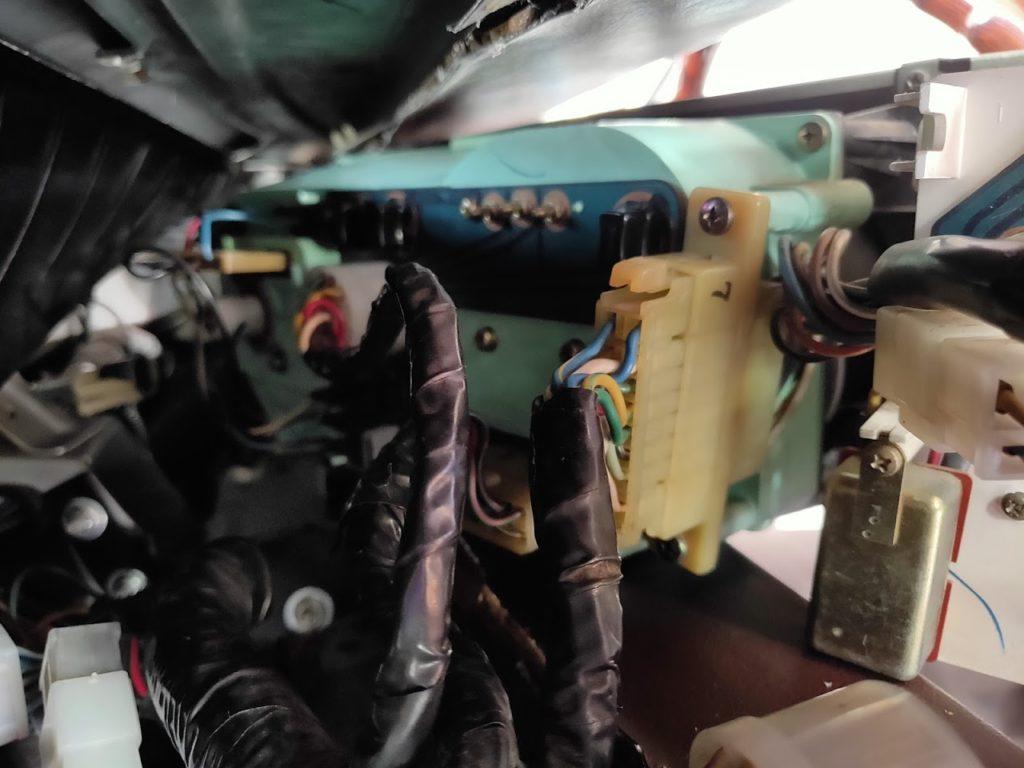 117クーペのメーターパネルランプ交換背面の配線接続2
