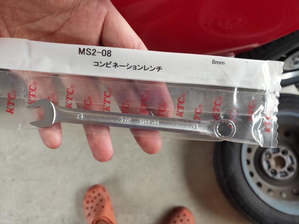 スズキラパンブレーキフルード交換のリア用8mmレンチ